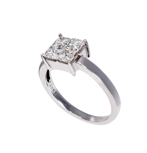 Μονόπετρο Δαχτυλίδι με Χρυσό Κ18 και Διαμάντια 001086